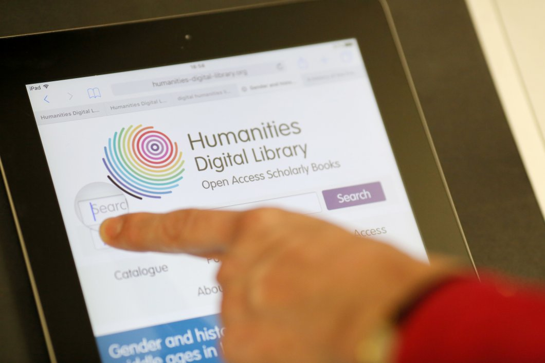 Searching the Humanities Digital Library