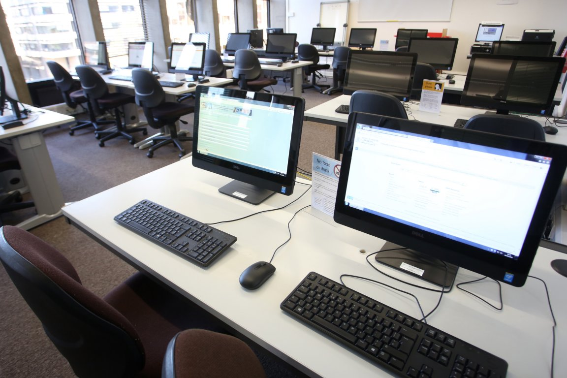 Computers in the electronic legal reserach training unit at IALS Library