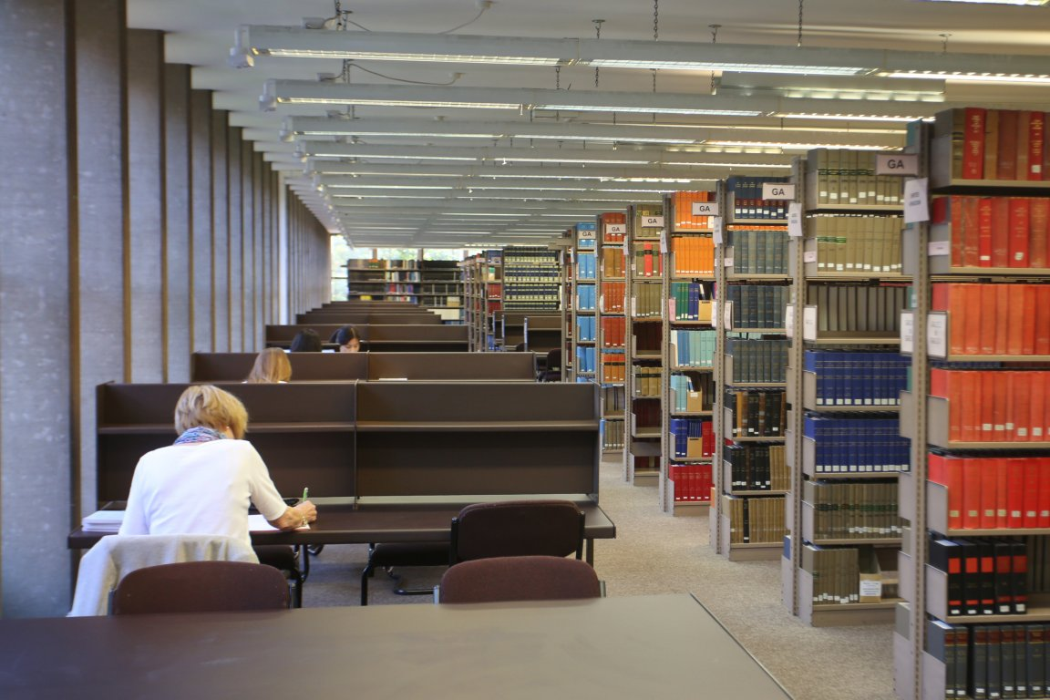 Legal research in IALS Library